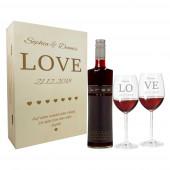 Geschenkset aus Weingläsern und Holzkiste mit Namen graviert